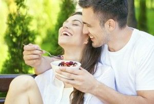Cómo Saber si Un Hombre Está Interesado en una Relación Seria