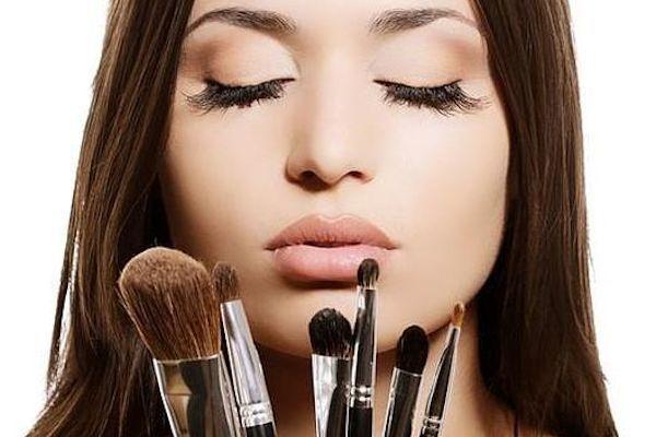 Se Liga Más Utilizando Maquillaje